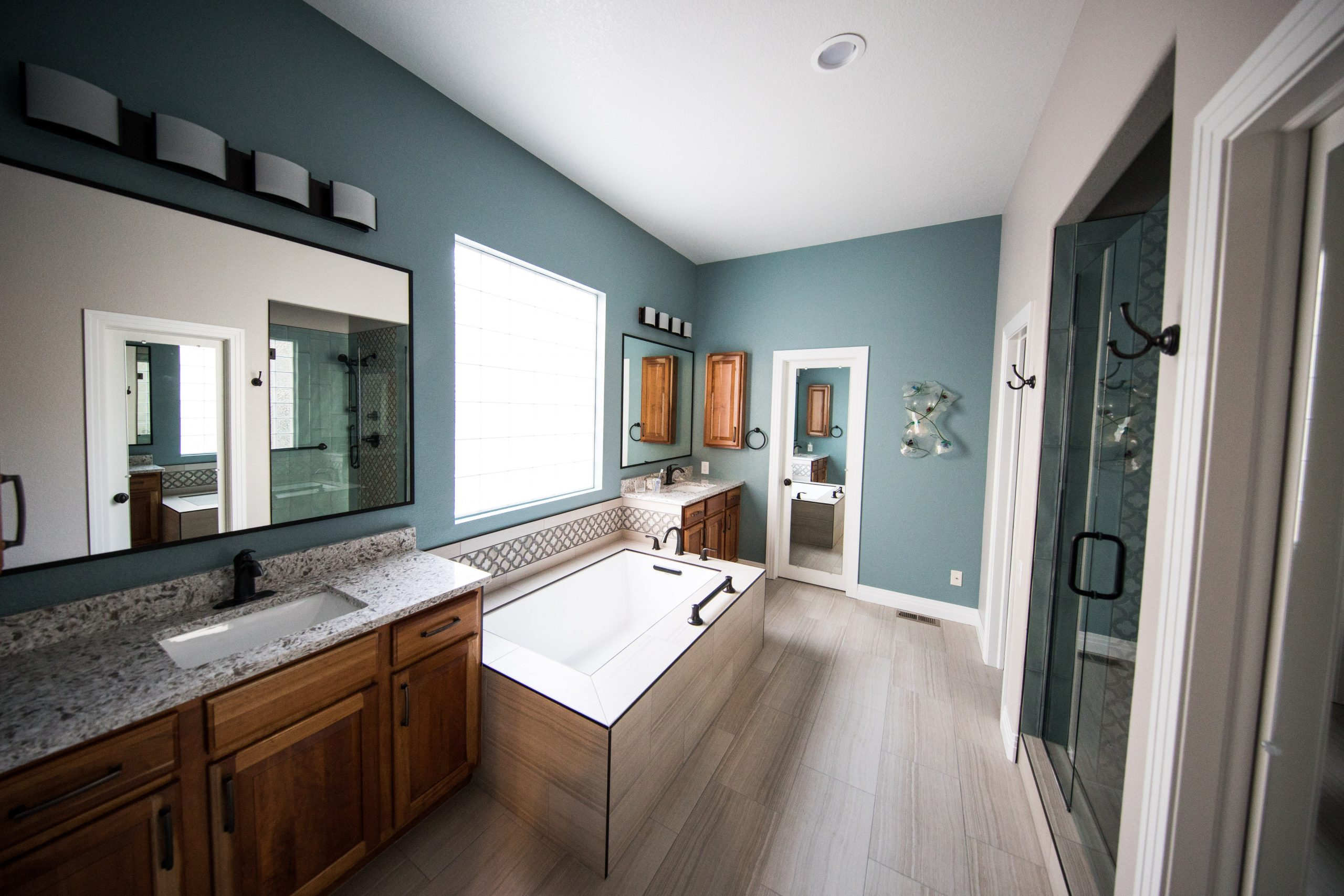 5 Important Things to Do to Paint a Bathroom Right