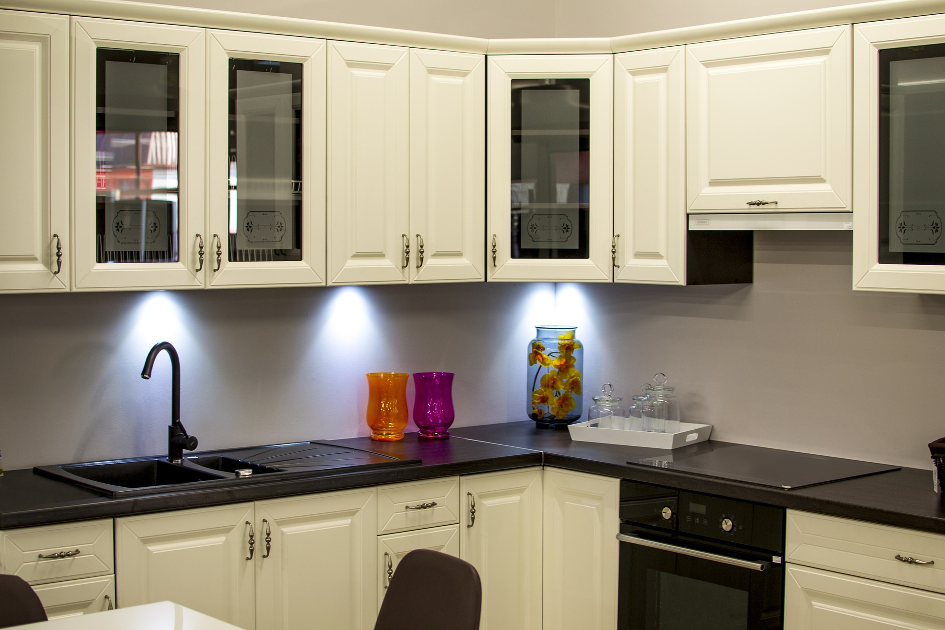 6 Things You Should Know Before Painting Your Kitchen Cabinets